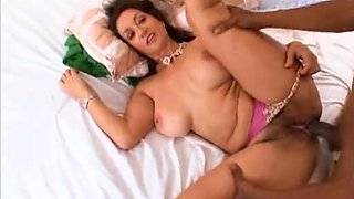 Mature chick Persian Monir cannot resist a black lover