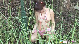 Outdoors video of Kwan Galyarut playing with her boobs and puss