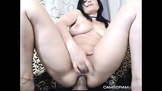 Perfect Milf Cammodel Masturbating And Squirting