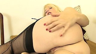 Sexy Teacher Lucinda Shows You How To Masturbate