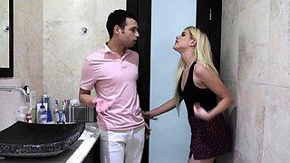 Teens gets intimate inside the bathroom