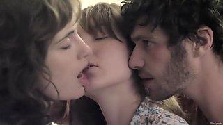 A trois on y va (2015) Anais Demoustier, Sophie Verbeeck