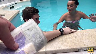 Young cuckold let stranger nail slutty girlfriend by pool