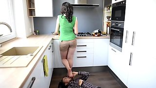 erotic feet - step sister ad her irresistible smelly feet