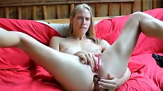 angels_den resting from vibrator at pussy