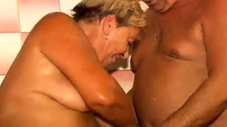 OmaPass Granny masturbate hairy pussy use dildo and cucumber