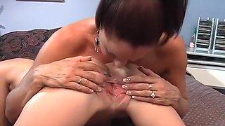 Amber Rain Licks Vanessa Vide's Milf Pussy