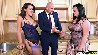 Voluptuous big breasted Valentina Jewels loves getting slit fucked during FFM