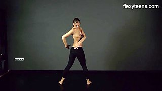 FlexyTeens - Zina shows flexible nude bod