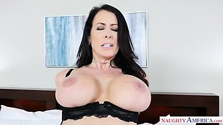 Milf reagan foxx fucking in the bed with her tits