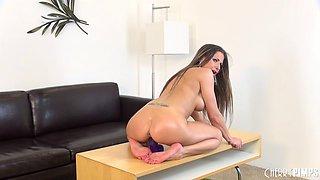 Rachel Roxx knows how to neutralize her horny feeling