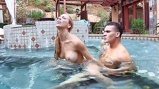 Guy cheats on girlfriend fucking splendid MILF in the pool