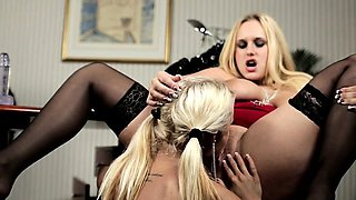 Glamour femdom spanks eurobabe
