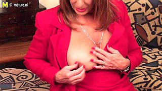 Hot American Housewife Pleases Herself - MatureNL