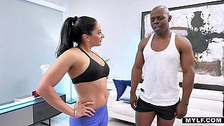 Puro Latina milf Sheena Ryder sucks BBC while doing abs exercises