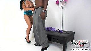 Big tits muscle milfs loves big black cock anal