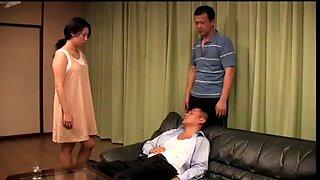 Japanse huisvrouw cuckold voor dronken man (zie meer: shortina.com9dno)