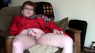 Naughty redhead granny gives her cunt the attention it needs
