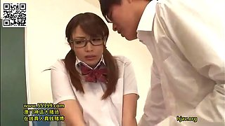 Schoolgirl forget to use underwear