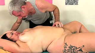 Sexy BBW visits her masseur He gets her naked and start