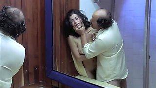 Anita Alvarado and Antonella Rios in Los debutantes (2003)