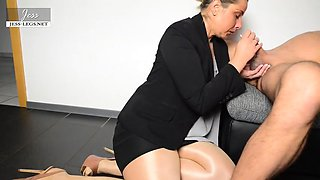 Blowjob from loving MILF