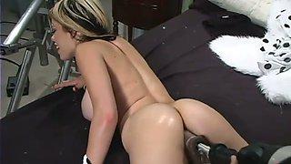 Captivating chick Gia Paloma test her new fucking machine