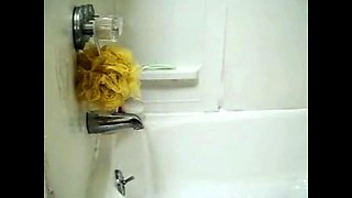 Mother Alyssa masturbates in bath