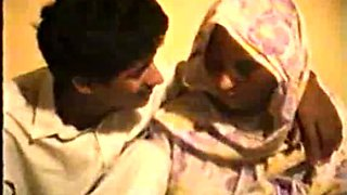Shy Desi Aunty Reluctantly Fucks on Video for Rupees