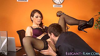 glam babe gets eaten out video