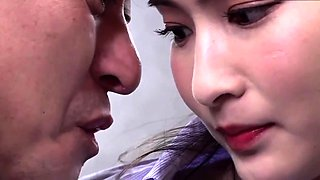 Amateur Asian girlfriend in threesome