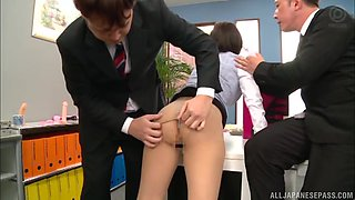 Hinata Mio gets used and fucked by her boss in the office