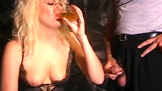 Redhead chick loves eating cum and horny blondie drinks piss