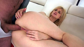 Mature blonde still in great shape for anal sex with lover