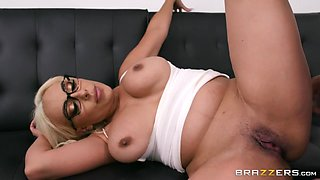 Kylie Kingston & Keiran Lee in The Temps Crush - BRAZZERS