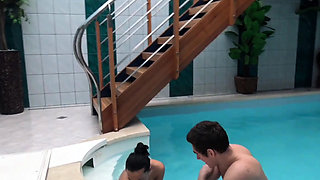 HUNT4K. Hottie earns cash by cheating on BF with another...