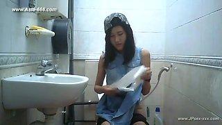 peeping taiwan girls go to toilet