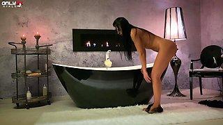 Solo model Shalina Devine loves inserting dildo in her tight bum