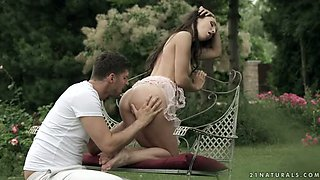 Romantic babe Lilu Moon gets her holes licked and sniffed outdoors