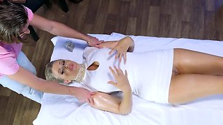Julia Ann gets oiled up and ready - Brazzers