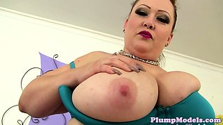Hugetits plumper toys her clit with vibrator