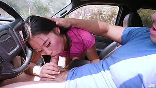 Pretty picked up Asian hottie Katana is more than happy to suck in the car