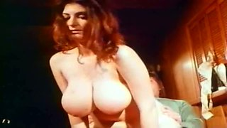 So sexy watching this retro MILF get off and she is good at being on top