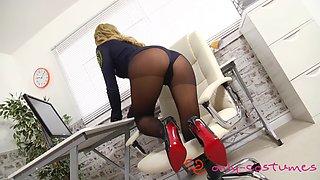 Natalia pantyhose tease