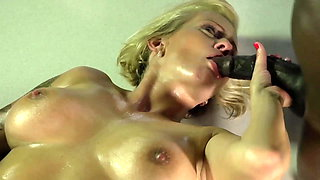 Deutsche Milf Dirty Tina vernascht BBC beim Foto Shooting