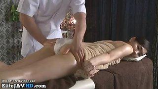 Oriental beauty massage turned in sex
