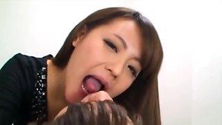 girls like kissing