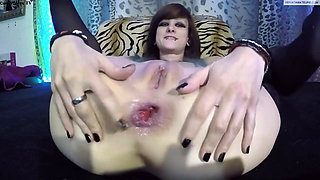 camwhore trains her wrecked butthole with anal toys