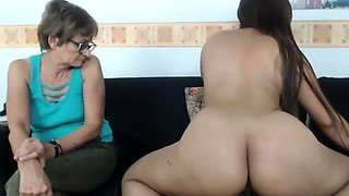 amateur lesfemmess flashing ass on live webcam