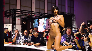 Watch live your favorite models during Virtual Venus 2020